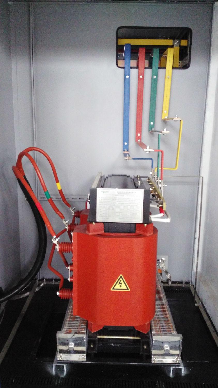 变压器通过母排将低压送到低压室内.