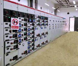年产900万吨骨料机制砂低压配电柜完成调试送电